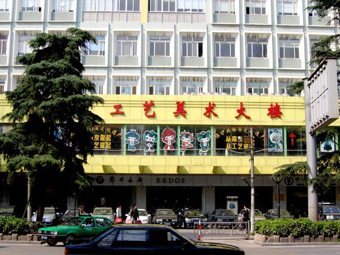 南京工艺美术大楼电梯广告